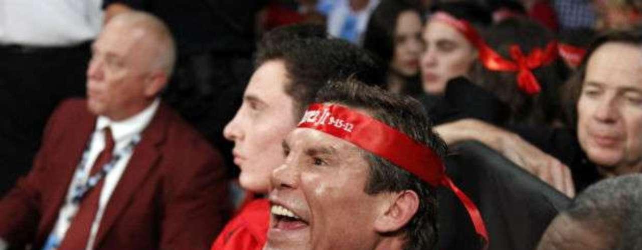 Julio César Chávez padre sufrió desde las gradas la pelea de su vástago.