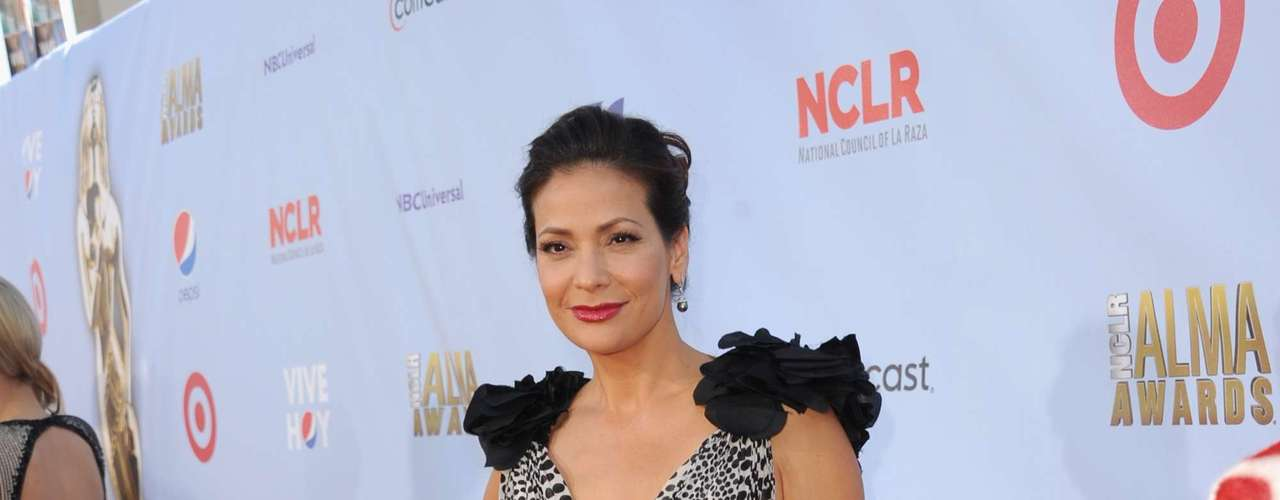 We j'adore Constance Marie! She was Selena's mom, remember? That fluff on her shoulders though? Really? Fashion MISS!