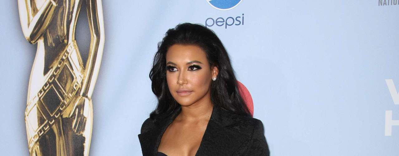 We missed Naya Rivera on the season premiere of Glee this past week. We 'glee-ked' out when we saw her posing for the photogs as she looked ravishing. Looking good Santana! Fashion HIT!