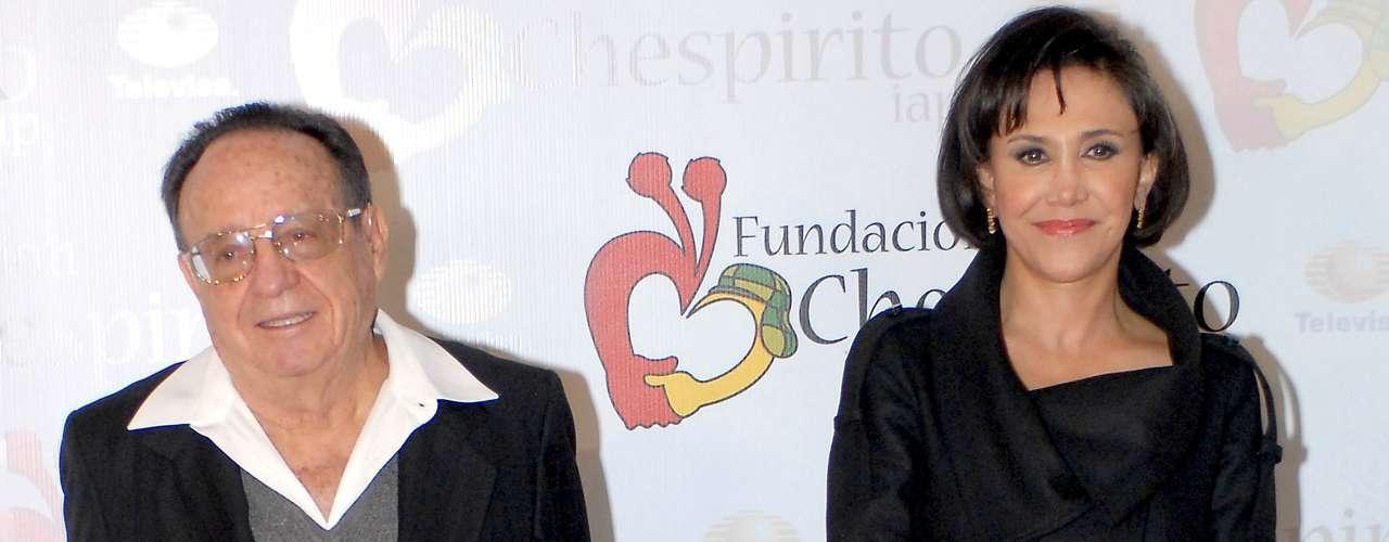 El actor Carlos Villagrán, quien diera vida a 'Quico' en 'El Chavo del 8', admitió que mantuvo un romance con Florinda Meza durante el tiempo que ambos trabajaron en el serial de televisión. Luego pidió no hacer más olas al respecto, aunque nunca aclaró si ese fue el motivo por el que salió de la emisión. Roberto Gómez Bolaños 'Chespirito', esposo de Florinda Meza, se ha mantenido al lado de su compañera desde hace varios años a pesar de lo dimes y diretes.