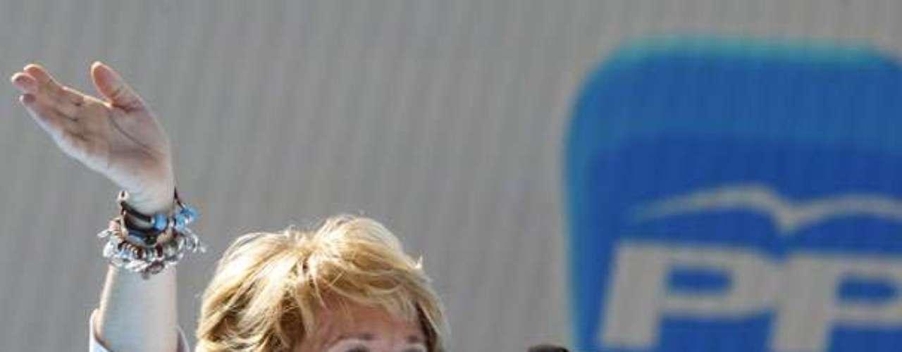 En el año 2003 Esperanza Aguirre se convertiría de nuevo en la primera mujer que ocupara la presidencia de la Comunidad de Madrid, un cargo que ha ejercido hasta la actualidad. En las elecciones de 2007, Aguirre logró conseguir un récord histórico al ser la presidenta con más apoyo popular en las urnas, una mayoría que se pudo volver a constatar en las siguientes elecciones en 2011.