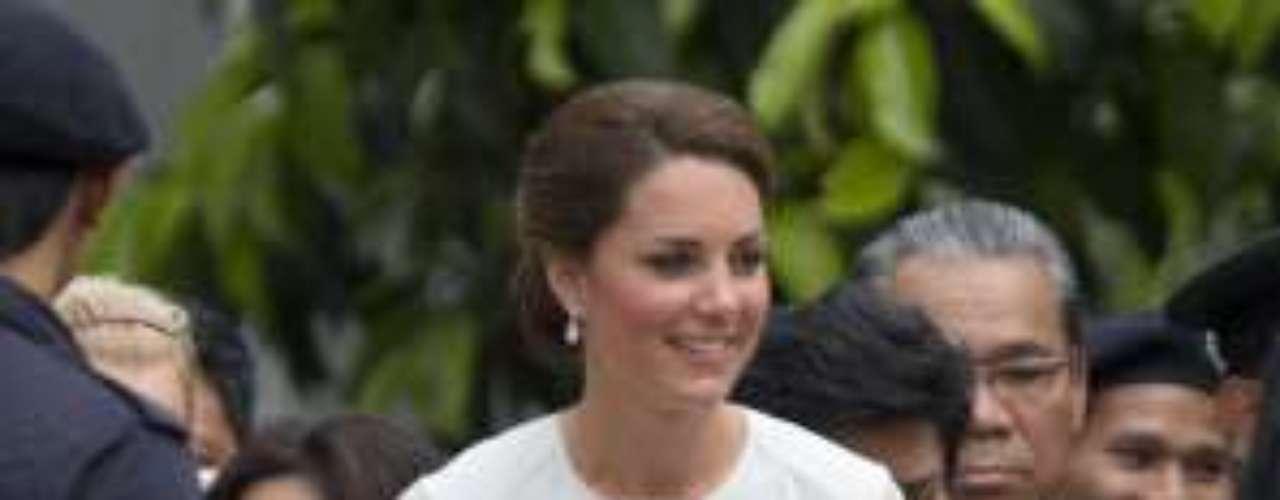 Kate Middleton con un vestido de Beulah London.