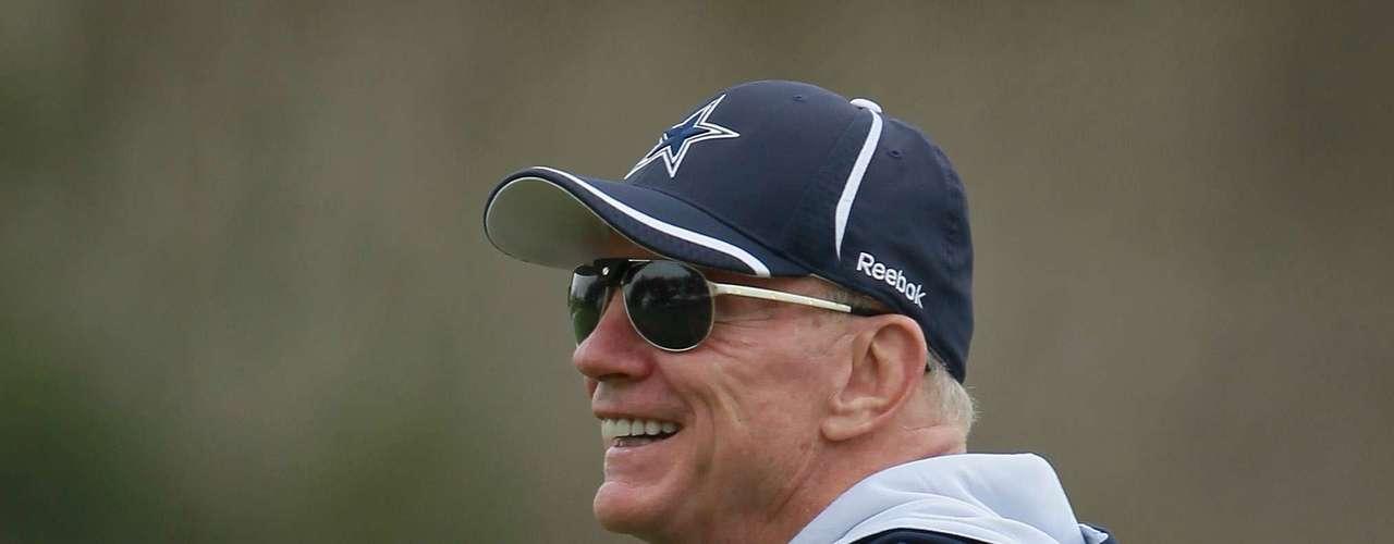 Jerry Jones (Dallas Cowboys (NFL)-$2.7 billones): Pueden decir lo que quieran acerca de Jones, pero los Cowboys han ganado tres títulos y abrieron un estadio de $ 1,2 mil millones bajo su mando.