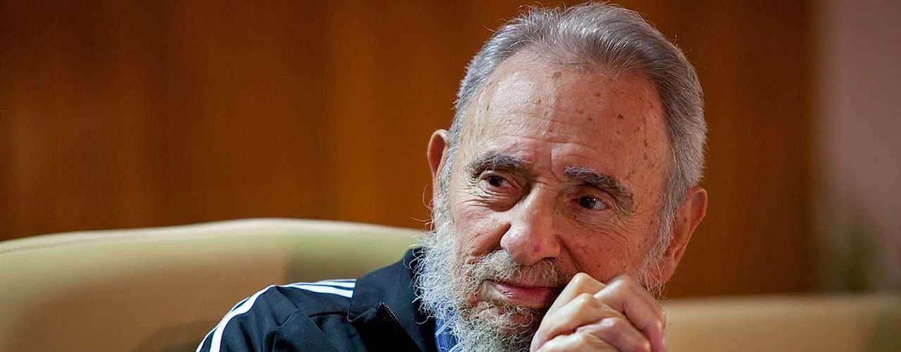 El estadista cubano Fidel Castro permaneció 46 años en el poder tras derrocar a la dictadura de Fulgencio Batista durante el triunfo de la Revolución Cubana, el 1 de enero de 1959. Castro fue el fundador del Partido Comunista en 1965 y desde entonces estuvo al frente de una de las gestiones más discutidas del siglo XX.
