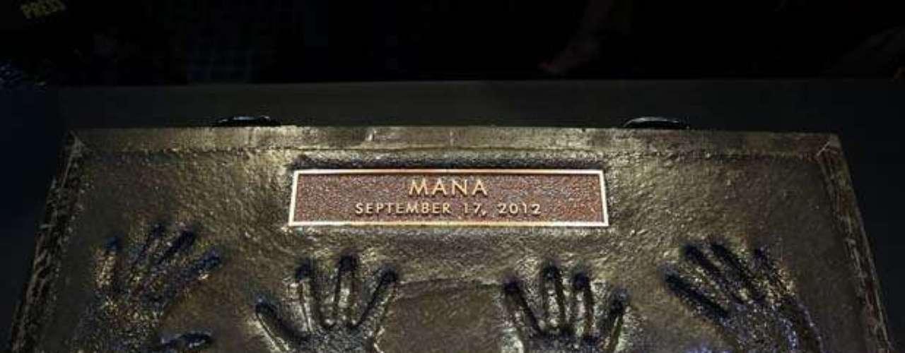 Las manos de los chicos de Maná quedaron grabadas para siempre en el cemento.