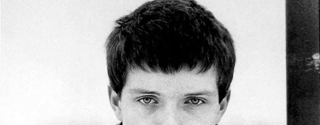 10.- Ian Curtis of post-punk pioneers Joy Division is one of the most emulated voices in indie rock. His dark and passionate delivery cement him in rock history.