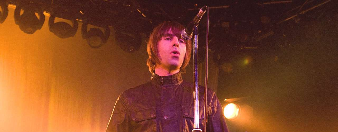 2.- Liam Gallagher launched into superstardom as singer of Oasis in the '90s but he's far from stale, still rocking out with his new band, Beady Eye.
