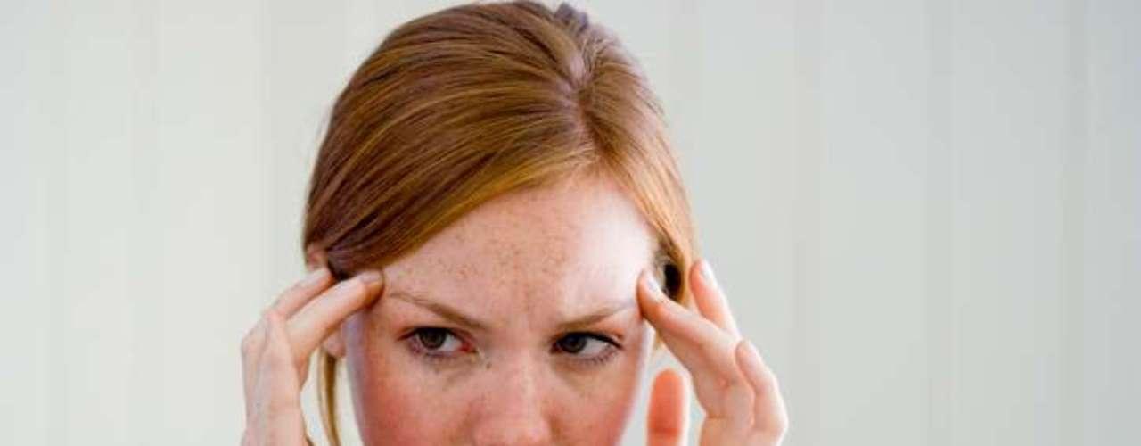 Perfumes fuertes pueden causar dolores de cabeza. Esto sucede porque las fragancias activan células nerviosas en la nariz, asociadas con la sensación de dolor.