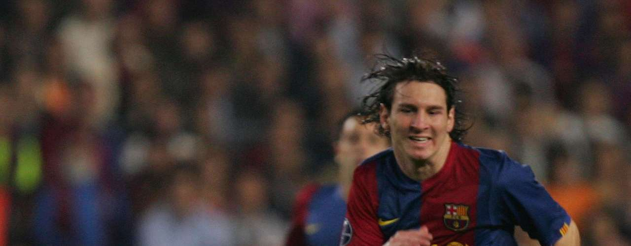 In the 2006-2007 season, Messi established himself as a starter on the team, scoring 13 times in 26 matches. On November 12, against Real Zaragoza, Messi suffered an injury that could keep him out of the field for three months.