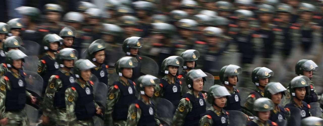 Las manifestaciones contra Japón se reavivaron en todo China el martes, en el sensible aniversario que marca la ocupación por parte de Tokio de su gigantesco vecino, un evento que escaló la disputa marítima que ha forzado a las grandes firmas niponas a suspender sus operaciones en suelo chino.