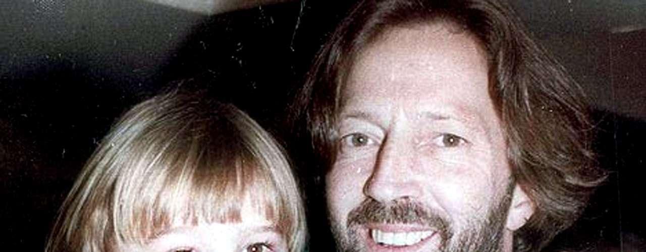 Eric Clapton compuso el tema 'Tears in Heaven' en honor a su hijo Connor, quien murió el 20 de marzo de 1991 al caer de una ventana desde el piso 53 de un edificio en Nueva York. El pequeño tenía cuatro años de edad.