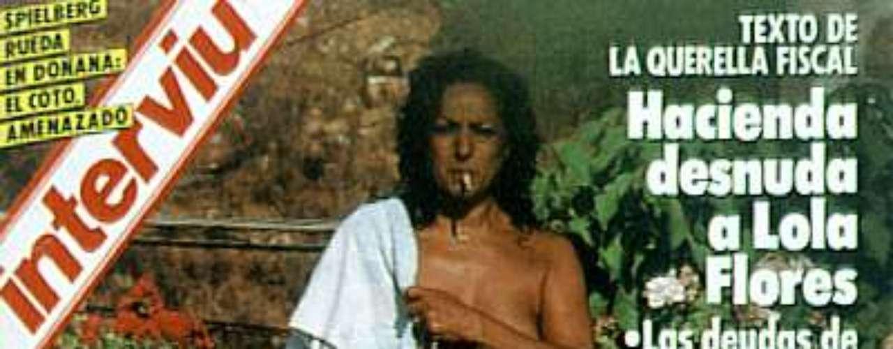 Lola Flores reconoció años después, que aceptó ser 'cazada' por Interviú a cambio de dinero para poder pagar su deuda con Hacienda.