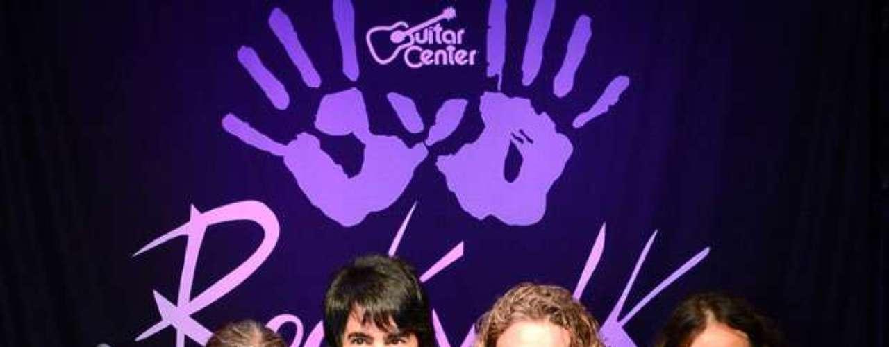 Maná plasmó sus huellas en el RockWalk de Los Ángeles, lugar en donde también grabaron sus huellas Queen y Carlos Santana.