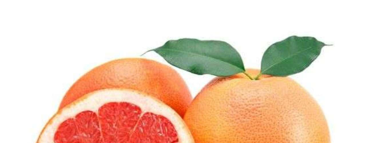 Frutas para tus ojos: El caroteno es un nutriente esencial para tu salud visual por su función antioxidante. Las frutas del bosque, melocotones y naranjas son buenas opciones.