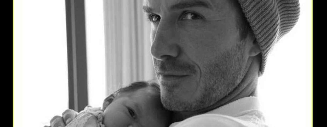 Un papá de lujo. David Beckham junto a su beba cuando recién nacida , Harper.