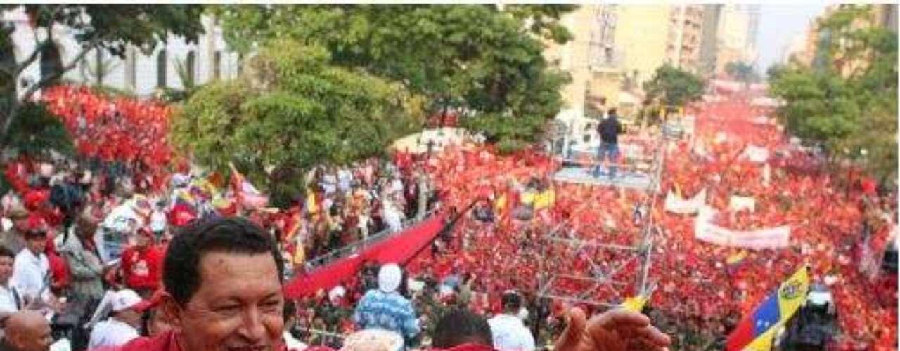 El 10 de enero de 2007, Chávez se posesionó por tercera vez como presidente de la República Bolivariana de Venezuela.