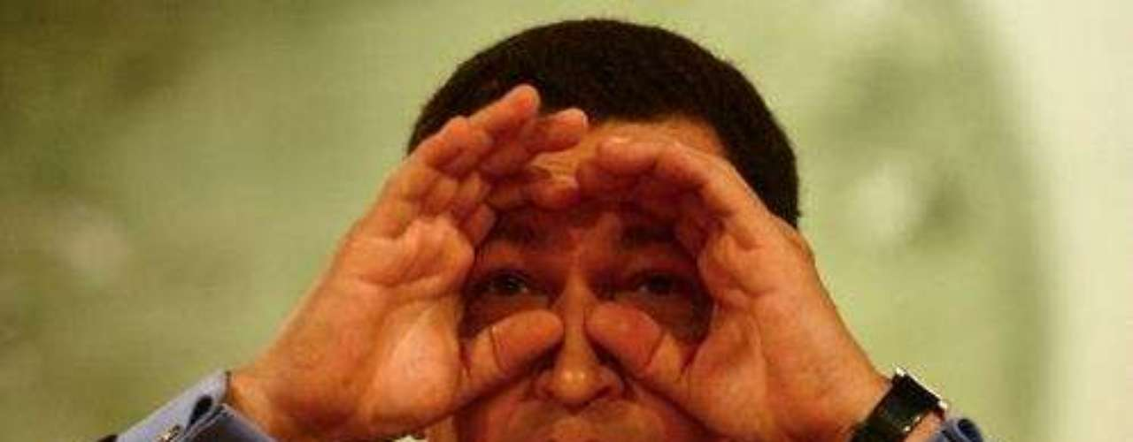 El 15 de agosto del 2004 se llevó acabo en Venezuela un referéndum revocatorio presidencial que buscaba decidir la permanencia de Hugo Chávez como presidente. El resultado oficial de la votación fue no revocarlo.