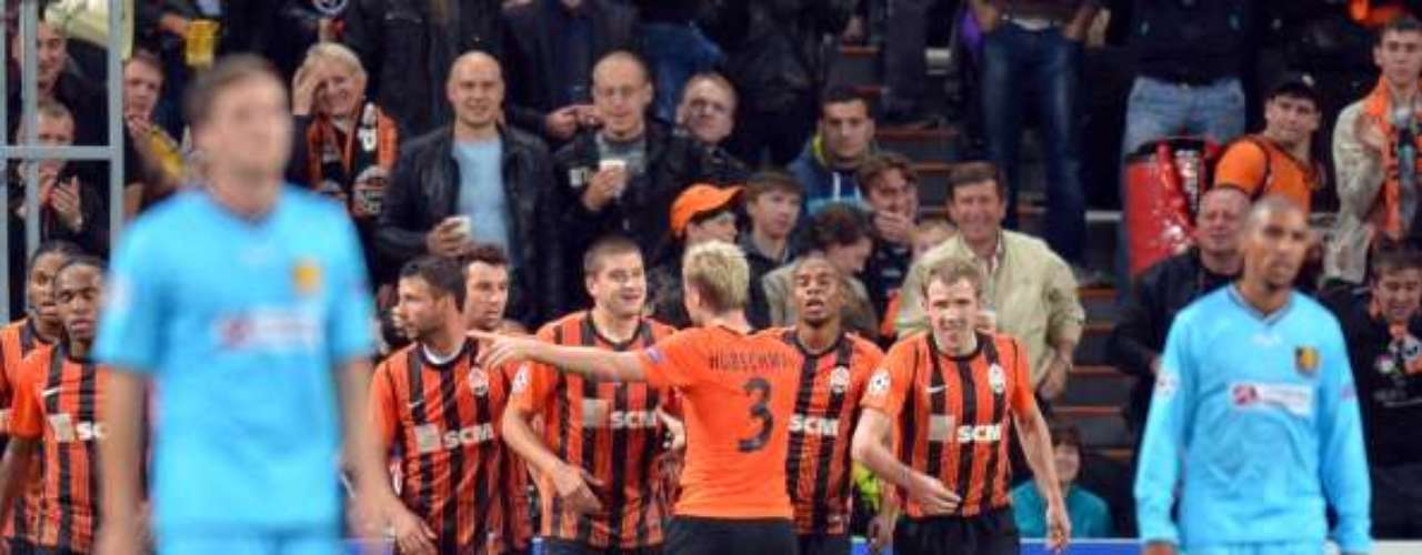 Shakhtar of Ukraine took advantage of perfect conditions to beat FC Nordsjaelland 2-0 on a pair of goals by Henrik Mkhitaryan.
