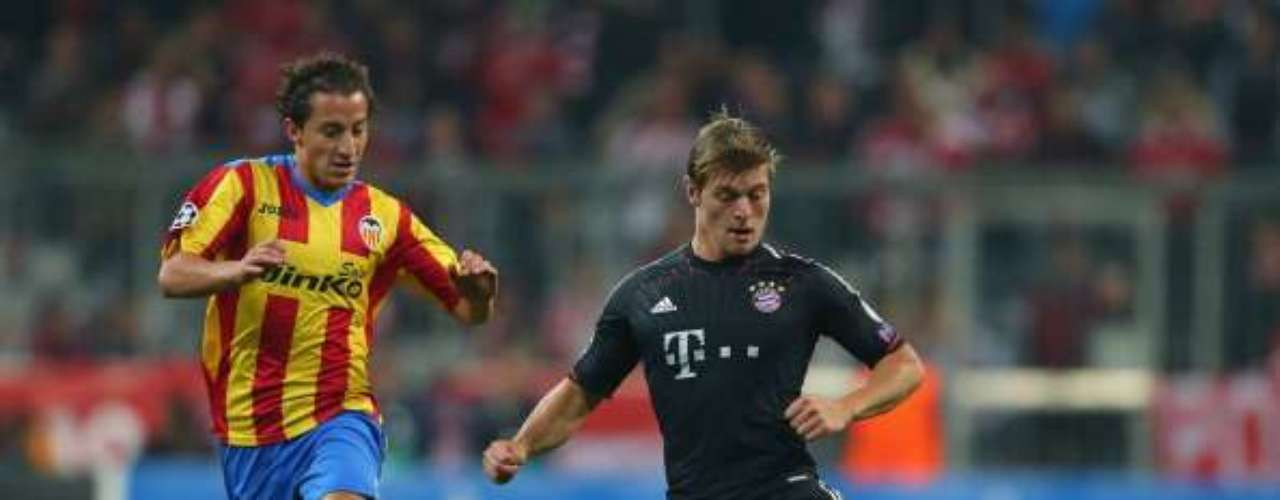 Andrés Guardado played 71 minutes Valencia's visit to Bayern Munich, but the visitors lost 2-1 on goals by Bastian Schweinsteiger and Toni Kroos.