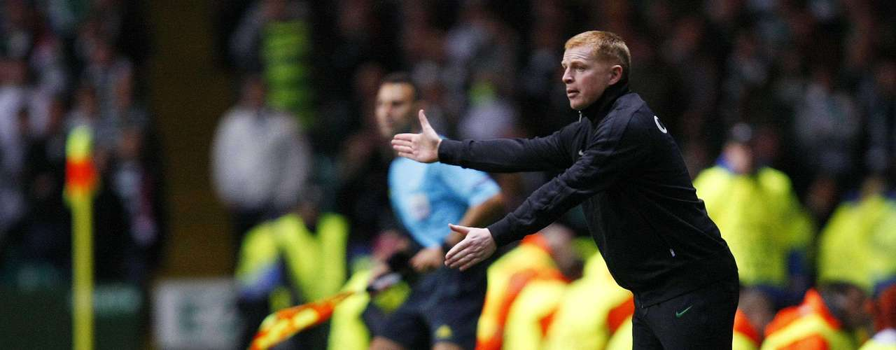 Celtic manager Neil Lennon gesticulates during the game but to no avail as his squad couldn't get a home win. REUTERS/David Moir