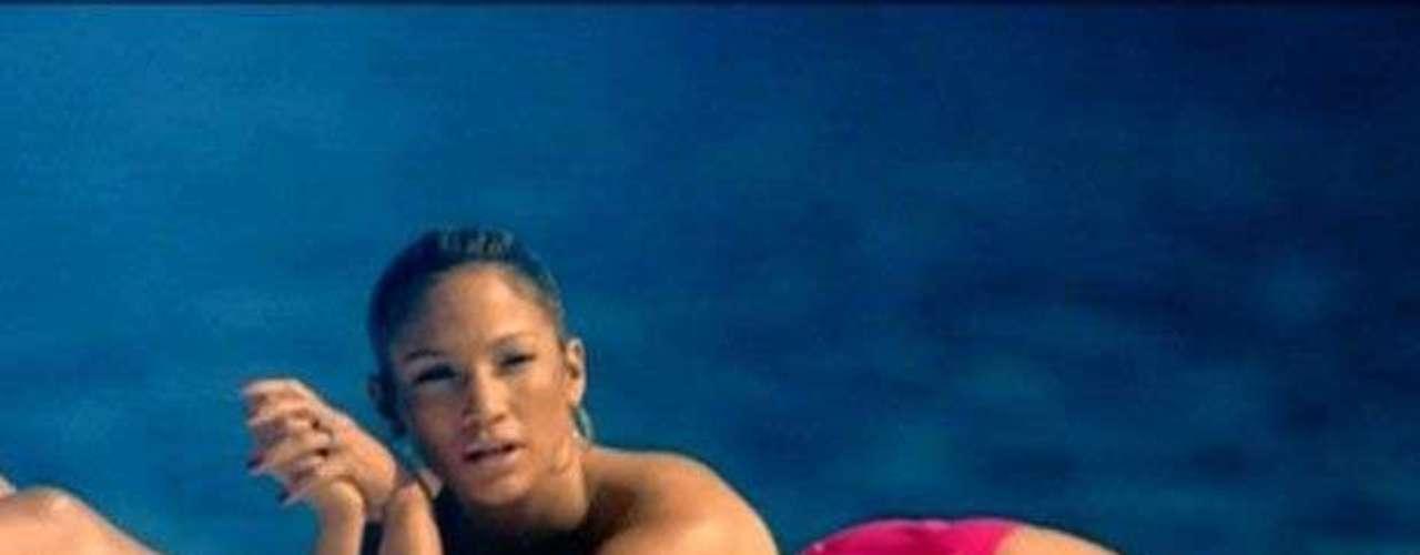 Jennifer López hace un caliente topless mientras llevaba un poco del sol en su delicado cuerpecito en \