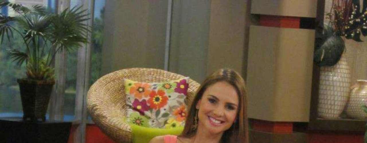 Ximena trabaja como presentadora de un programa de cine en el canal internacional TNT, también es presentadora de un matinal diario, 'Tu Desayuno Alegre' de la cadena Univisión.