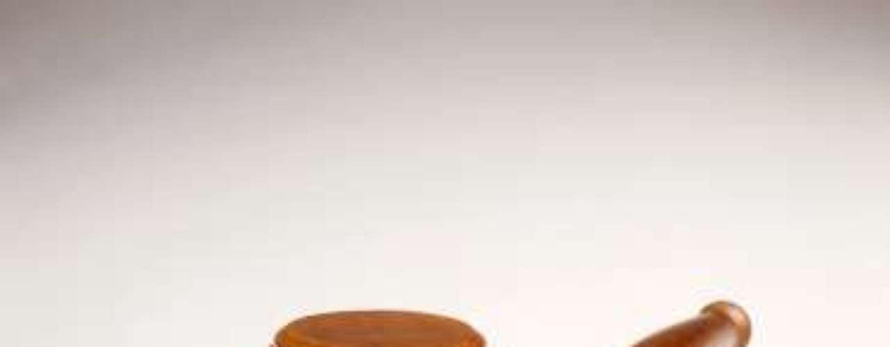 Las leyes estrictas y castrantes como la Ley Sharia en Medio Oriente, causan un inmediato rechazo pero en Jamaica el artículo 76 de la Ley de Delitos contra la Persona prohíbe 'el abominable crimen de la sodomía (sexo anal)', con penas que ascienden hasta los diez años en prisión con obligación de realizar trabajos forzados. O bien, el artículo 77 estipula condenas de hasta siete años en prisión por 'intento de sodomía'.
