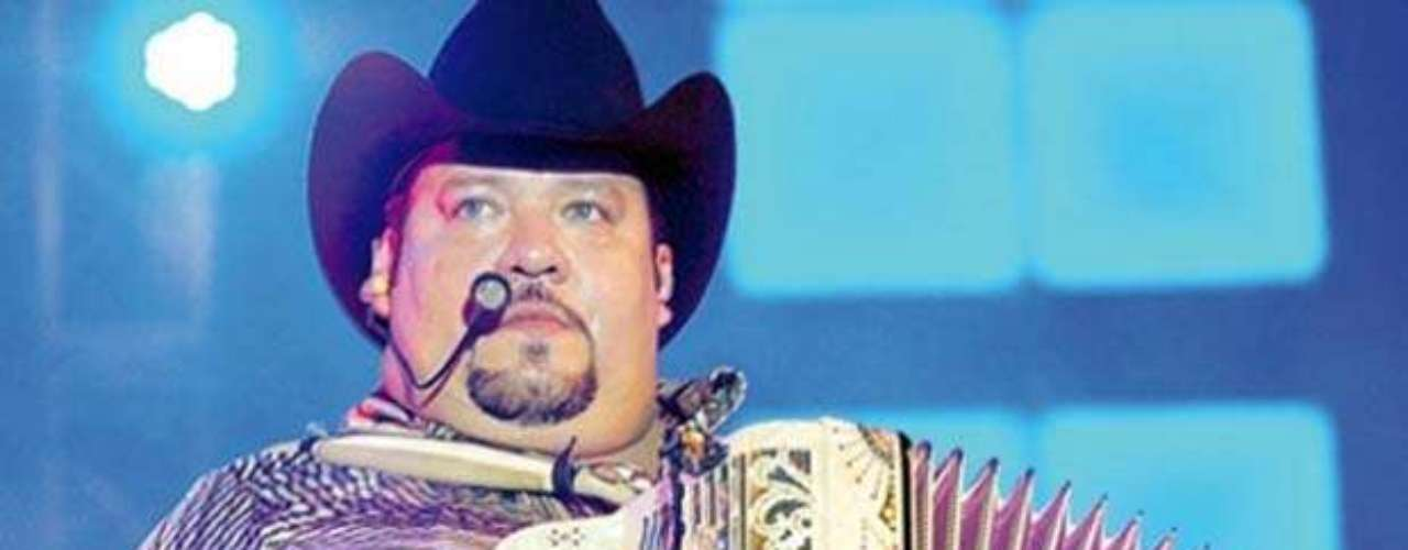 Beto Zapata, líder del grupo Pesado, piensa llevar su carrera de éxitos más allá de la música, pues anunció que planea desarrollar una trayectoria política, aspirando a ser el próximo alcalde de Monterrey.  El músico expresó en un entrevista con el programa \