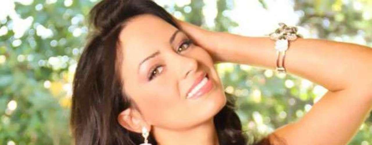 Miss Costa Rica - Nazareth Cascante. Nació en Alajuela en octubre de 1990. Nazaret es estudiante de Ciencias Farmacéuticas en El Tambor de Alajuela. Mide 1.73 metros de estatura su cabello es negro y sus ojos color miel.