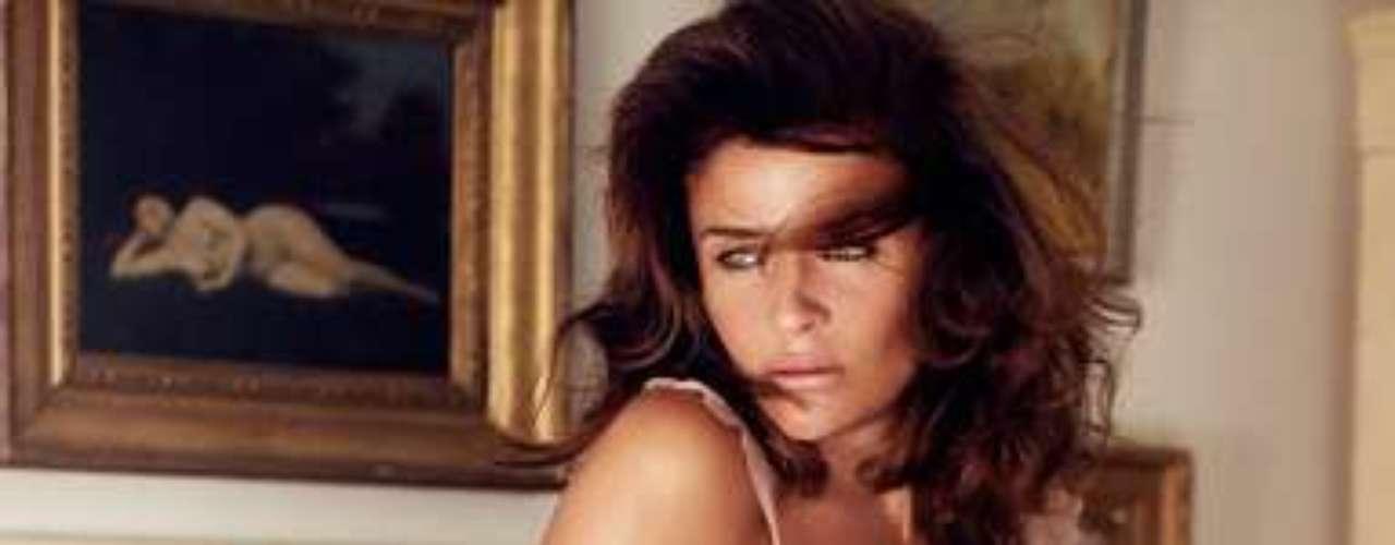 Helena Christensen ha lanzado su primera colección de lencería en colaboración con la firma Triumph, para la que ella misma ha posado. La modelo mitad danesa y mitad peruana de 43 años ha sido imagen de prestigiosas marcas como Victoria's Secret y Revlon.