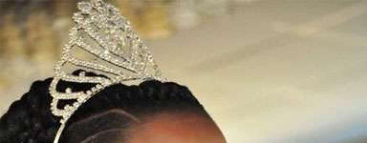 Miss Senegal - Penda Ly. Nació en Dakar en el año de 1991. Es estudiante de marketing. Mide  1.75 metros de estatura. Su cabello es negro y sus ojos marrón.