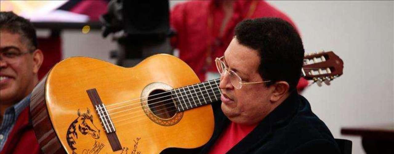 Hugo Chávez, que lleva las riendas de Venezuela desde 1999 y que el próximo 7 de octubre se presenta a su tercera reelección consecutiva, se encuentra en cuarto lugar, con el 64% de los apoyos.