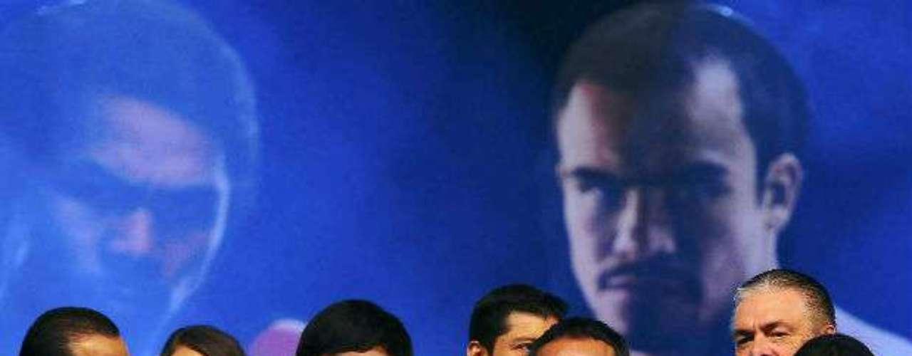 En el evento, ambos pugilistas estuvieron escoltados por bellas edecanes.