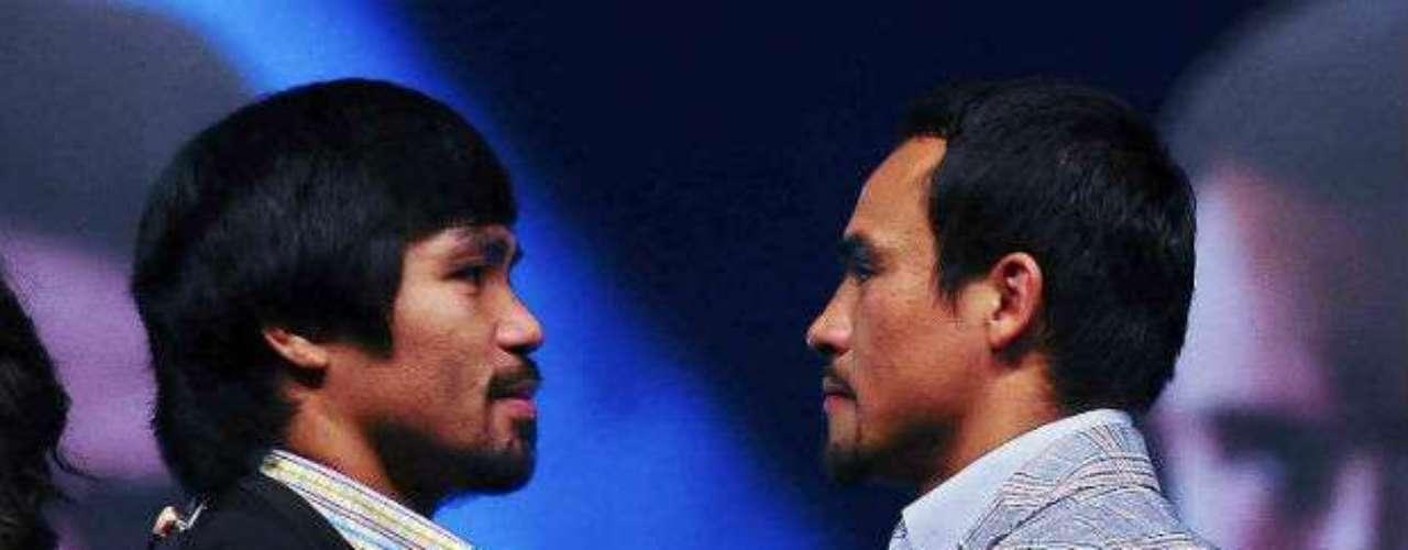 No faltó la foto cara a cara de los boxeadores que tienen cuentas pendientes por saldar.