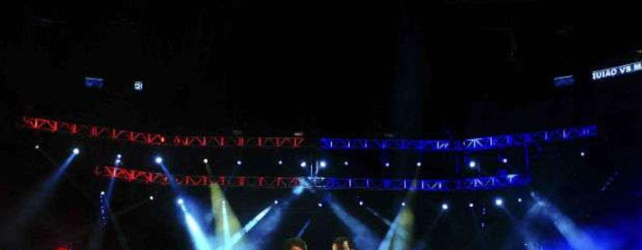 Una toma panorámica del evento que logró reunir a miles de fanáticos al boxeo.