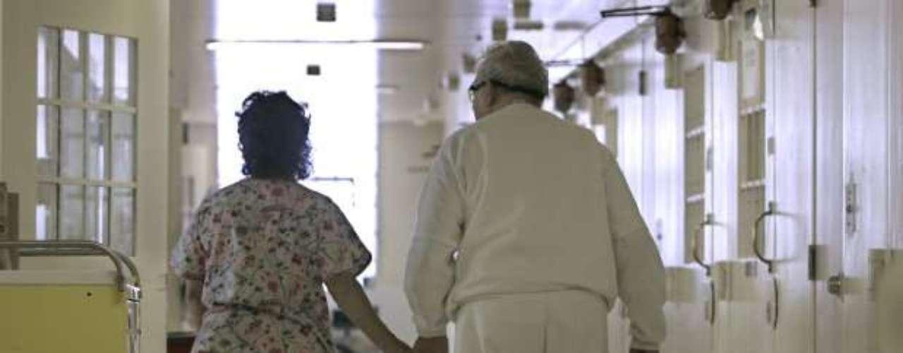 Si bien hoy en día todavía no hay una cura para el Alzheimer, existen medicamentos que parecen aliviar los síntomas en algunos casos. No existen cifras mundiales concretas sobre el impacto económico de la enfermedad, pero no es un secreto para nadie que los costos son altos, tanto en medicamentos como en cuidados.