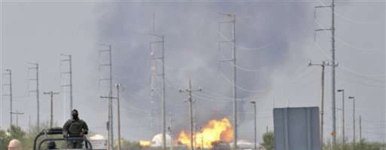 La petrolera estatal mexicana Pemex dijo el jueves que se elevó a 30 el número de muertos por el reciente incendio en una terminal receptora de gas, un evento que llevará al país a importar gas natural para evitar el desabastecimiento.