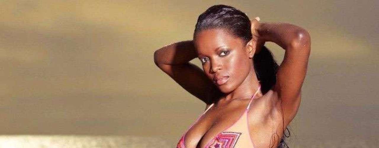 Miss Gabón - Marie-Noëlle Ada. Tiene 21 años, cabello negro y ojos marrones. Mide 1.70 metros de estatura.