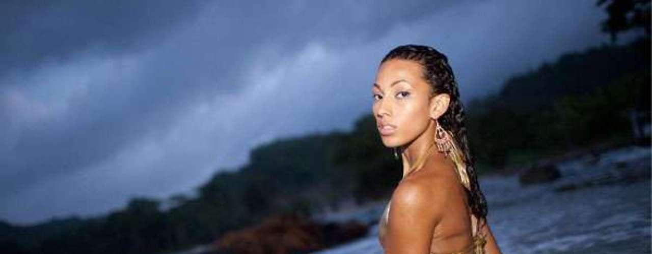 Miss Jamaica - Chantal Zaky. Tiene 24 años, cabello castaño rojizo y ojos color café. Mide 1.77 metros de estura.