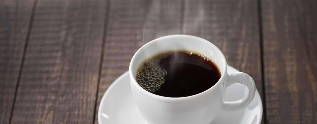 Despierta tu cerebro: la actividad física aporta beneficios para el cerebro, a corto y largo plazo. La investigación sugiere que a corto plazo, los resultados serán una mejor función de memoria. Por eso el ejercicio temprano en la mañana puede anular los efectos de una taza de café.
