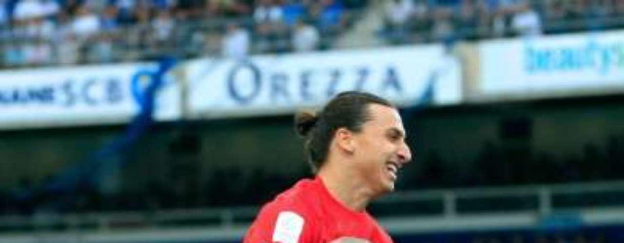 El mediocampista galo celebró extasiado con Zlatan Ibrahimovic.