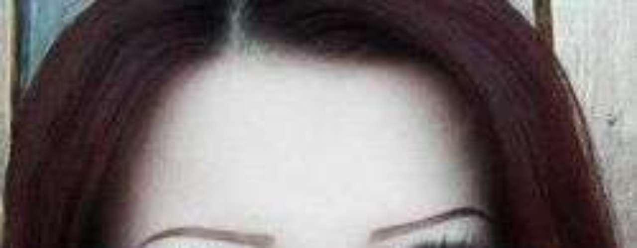 Ojos deformados, rasgos híper refinados y una casi escuálida figura, son las características de Anastasiya Shpagina, una joven ucraniana que decidió operar su cuerpo y rostro para parecer una verdadera Barbie. Siguiendo el ejemplo de Dakota Rose, más conocida como Kota Koti y Valeria Lukyanova, esta chica busca parecerse aún más a la muñeca causando revuelo en distintos medios y redes sociales. La joven tiene una cuenta en Facebook donde postea fotografías y videos donde muestra algunos tutoriales para maquillarse. Anastasiya también cuenta con un canal de You Tube donde publica videos de sus entrevistas, así como clips donde sólo mueve los ojos o baila al ritmo de la música, evidentemente los comentarios negativos no se hacen esperar.