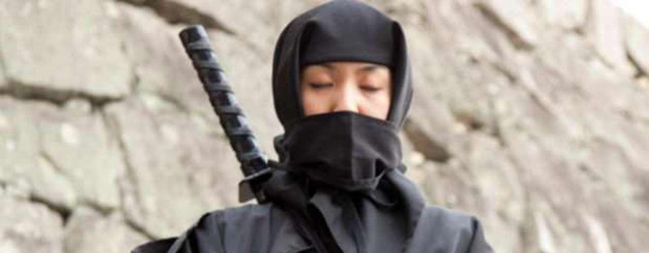 2 - Ninjas en el cine para espectadores ruidosos. Un cine en Reino Unido dice haber descubierto una manera para controlar a los espectadores ruidosos en las salas. El cine \
