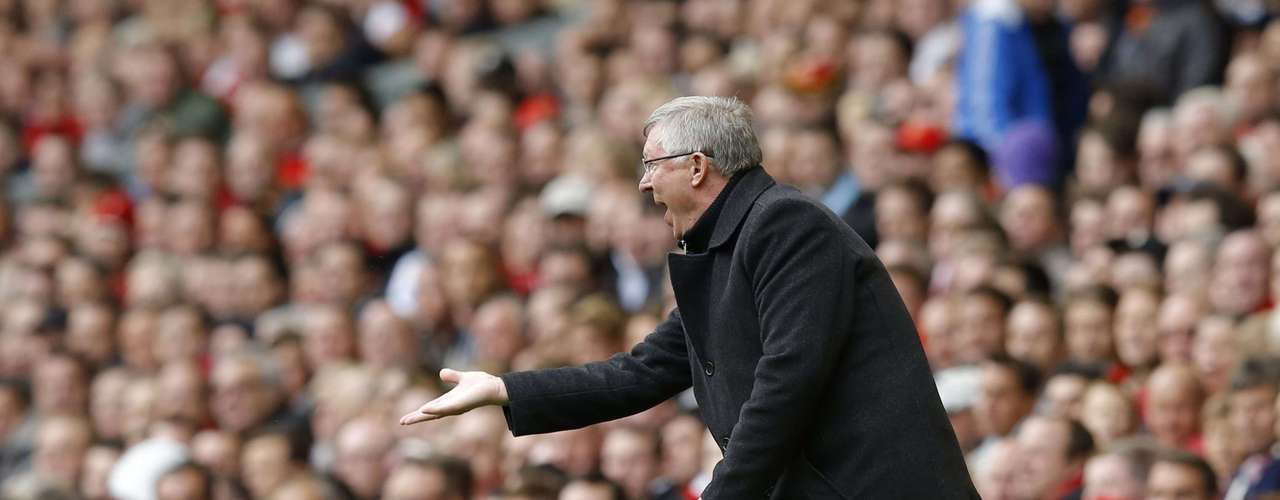Manchester United's manager Alex Ferguson gives instructions.