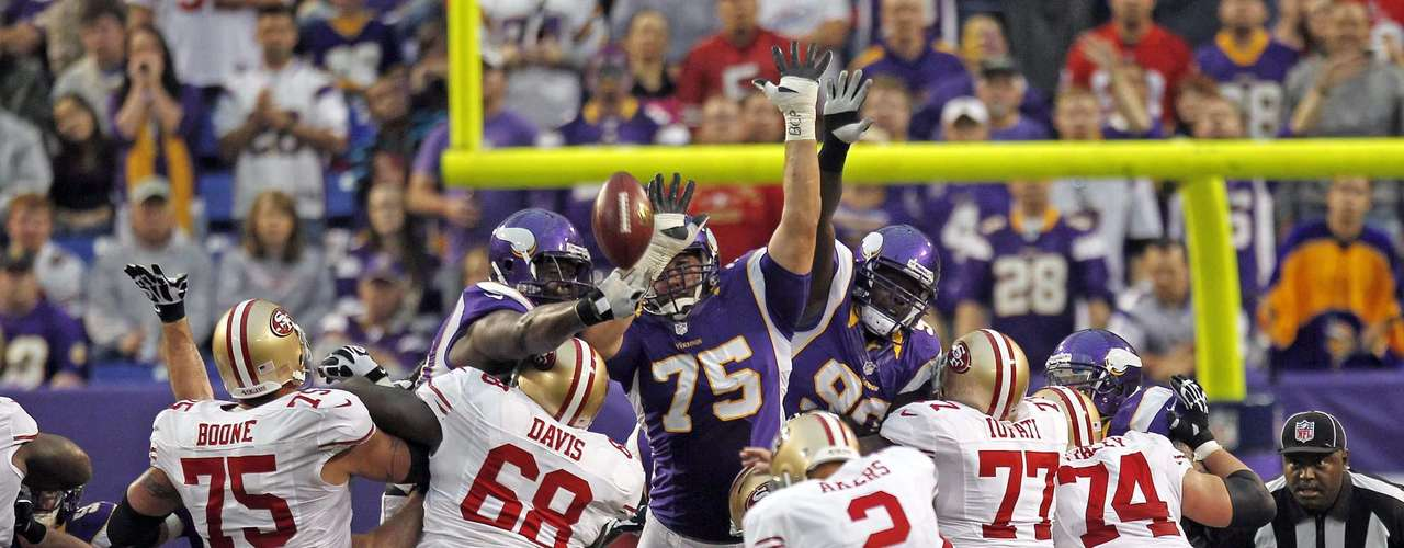 Minnesota Vikings tackle Letroy Guion (L) and Matt Kalil (75) block a field goal attempt by San Francisco 49ers kicker David Akers (2) during the first half of their NFL football game in Minneapolis, September 23, 2012.
