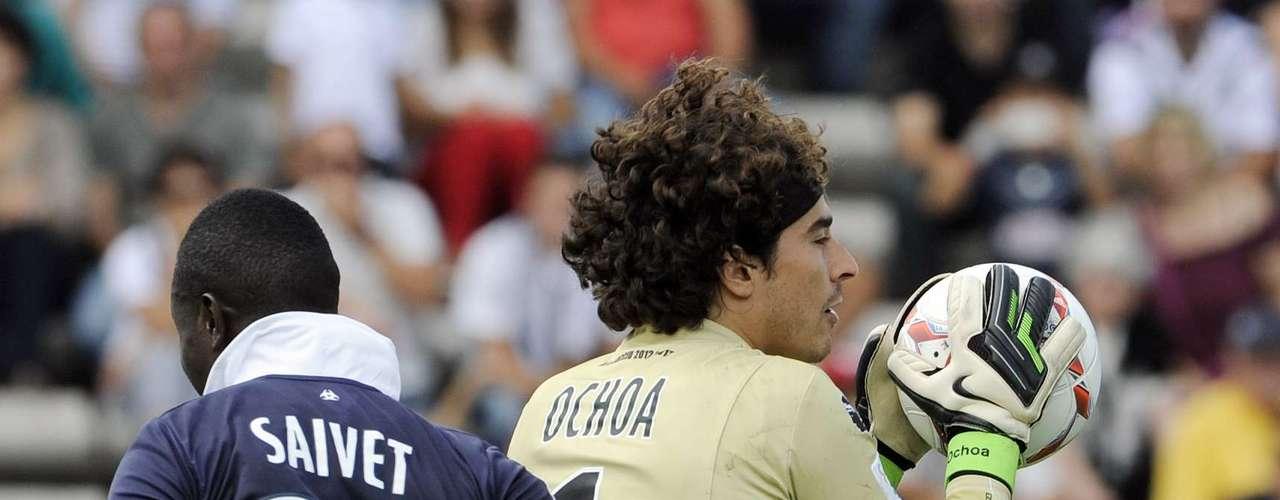 Guillermo Ochoa y el Ajaccio se robaron la igualada (2-2) en su visita al Burdeos.