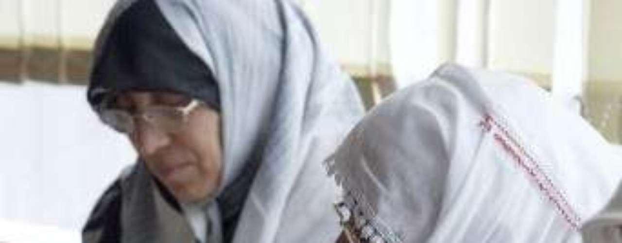 No se dio ninguna razón oficial para la medida, pero activistas, entre ellos la premio Nobel Shriin Ebadi, una abogada, alega que se trata de una política deliberada de las autoridades para excluir a las mujeres de la educación.
