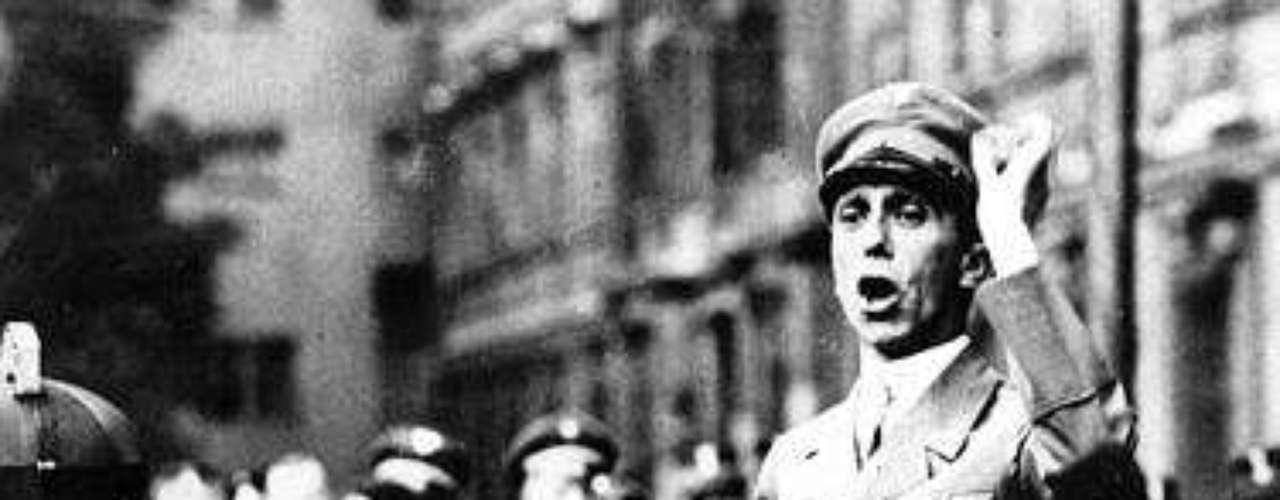 La venta generó la inquietud del líder de un grupo de sobrevivientes del Holocausto, que criticaron a la casa de subastas por vender el año pasado bitácoras escritas por el médico de los campamentos de concentración nazis Josef Mengele.