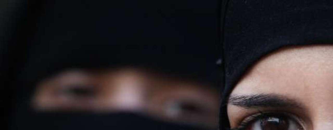 Más de 30 universidades en Irán empezaron a aplicar en este nuevo año académico una serie de restricciónes, que prohíben la presencia de mujeres en casi 80 carreras.