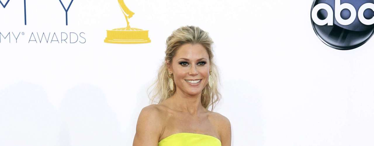 Maybe on the greener side, but still yellow enough to be yellow, Julie Bowen was shining stronger than the sun.